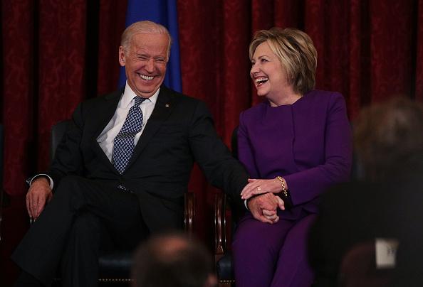 Hillary Clinton「Hillary Clinton And VP Biden Attend Portrait Unveiling For Senate Democratic Leader Harry Reid」:写真・画像(8)[壁紙.com]