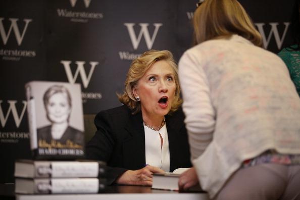 Writing「Hillary Clinton Book Signing」:写真・画像(16)[壁紙.com]