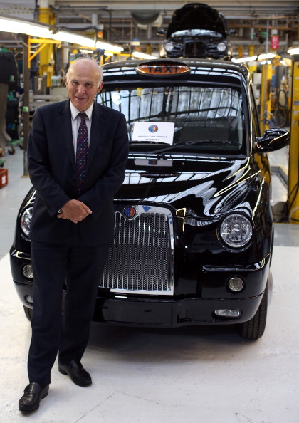 New「London Black Cab Production Resumes In Coventry」:写真・画像(5)[壁紙.com]