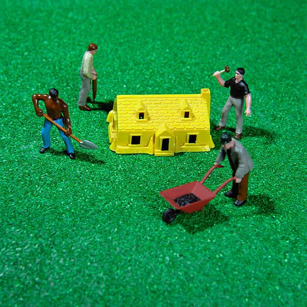 Laborer figurines and house:スマホ壁紙(壁紙.com)