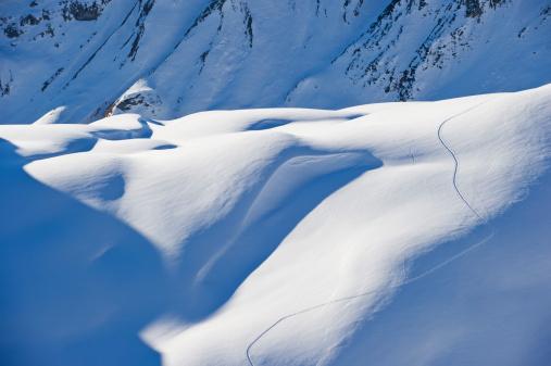 Lechtal Alps「Austria, Zuers, Ski tracks in snow」:スマホ壁紙(12)
