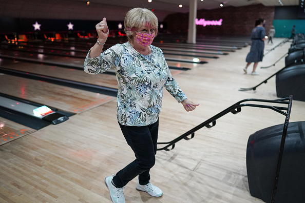 Threading「Brits Return To The Lanes As Bowling Alleys Reopen」:写真・画像(13)[壁紙.com]