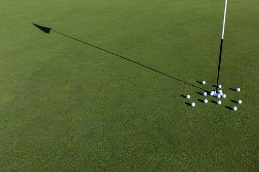 Taking a Shot - Sport「Multiple golf balls on putting green.」:スマホ壁紙(3)