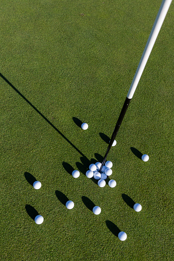 Putting - Golf「Multiple golf balls on putting green.」:スマホ壁紙(4)