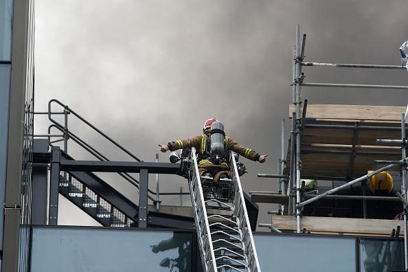 Auckland「Smoke Blankets Auckland CBD As Fire Burns At SkyCity Convention Centre」:写真・画像(1)[壁紙.com]