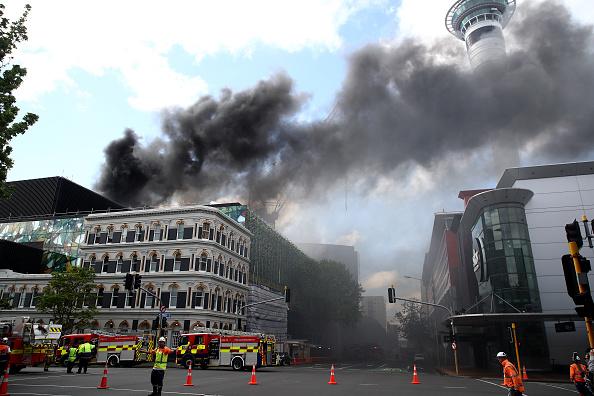 Auckland「Smoke Blankets Auckland CBD As Fire Burns At SkyCity Convention Centre」:写真・画像(15)[壁紙.com]