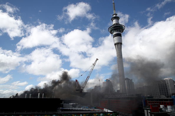 Auckland「Smoke Blankets Auckland CBD As Fire Burns At SkyCity Convention Centre」:写真・画像(17)[壁紙.com]