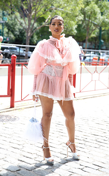 Baby Doll Dress「Street Style - New York Fashion Week September 2019 - Day 4」:写真・画像(10)[壁紙.com]
