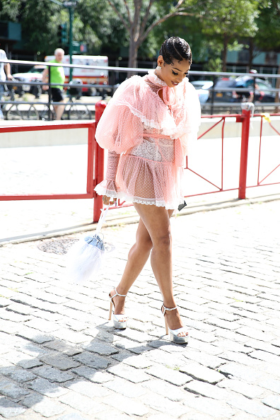 Baby Doll Dress「Street Style - New York Fashion Week September 2019 - Day 4」:写真・画像(8)[壁紙.com]