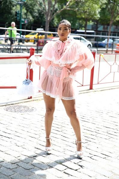 Baby Doll Dress「Street Style - New York Fashion Week September 2019 - Day 4」:写真・画像(9)[壁紙.com]