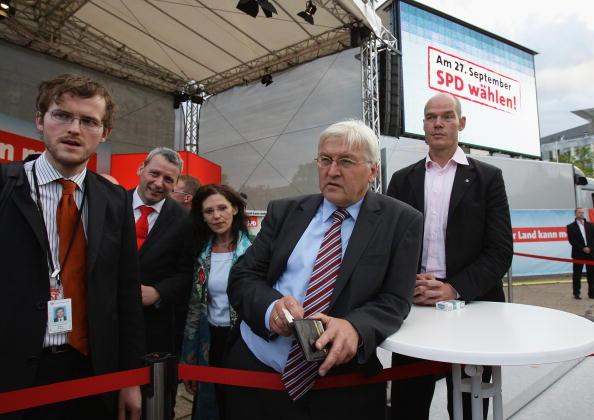 Wallet「Steinmeier Campaigns in Magdeburg」:写真・画像(14)[壁紙.com]