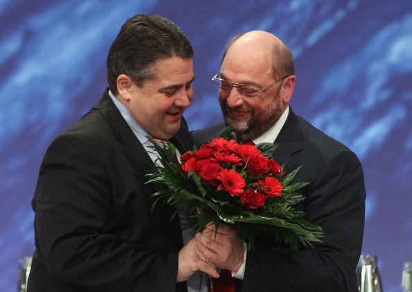 Congratulating「Social Democrats (SPD) Hold Federal Congress」:写真・画像(4)[壁紙.com]