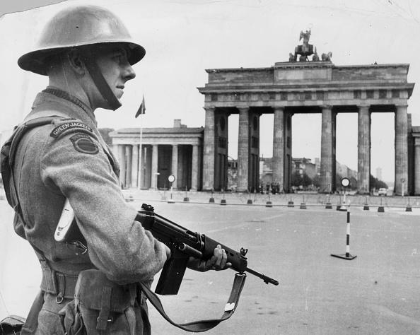 Guarding「Tommy In Berlin」:写真・画像(6)[壁紙.com]