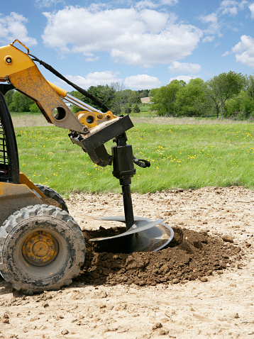 Earth Mover「Skid steer with auger drilling hole for tree」:スマホ壁紙(4)