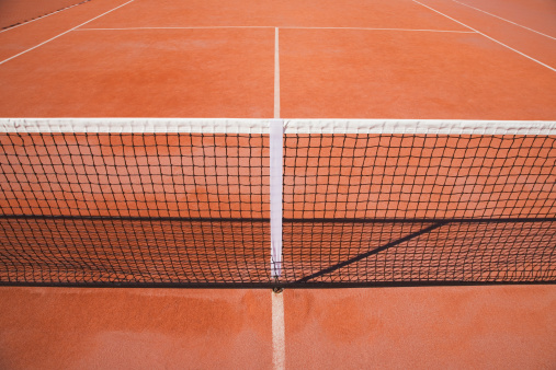 テニス「Net on clay tennis court, elevated view」:スマホ壁紙(7)