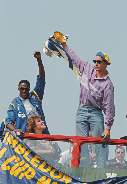Double-Decker Bus「John Fashanu and Vinnie Jones celebrate 1988 Wimbledon FA Cup Win」:写真・画像(18)[壁紙.com]