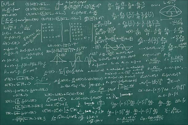 Blackboard full of equations:スマホ壁紙(壁紙.com)