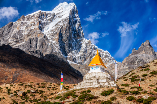 Khumbu「Tibetan chorten with Cholatse peak in a background」:スマホ壁紙(9)