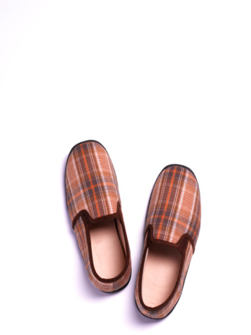 Close To「Mens tartan Slippers on white background」:スマホ壁紙(8)