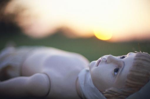 Boys「Boy mannequin on lawn, sunset (focus on face)」:スマホ壁紙(3)