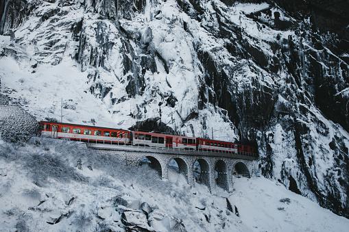 Fairy Tale「Red mountain train in Swiss Alps」:スマホ壁紙(7)