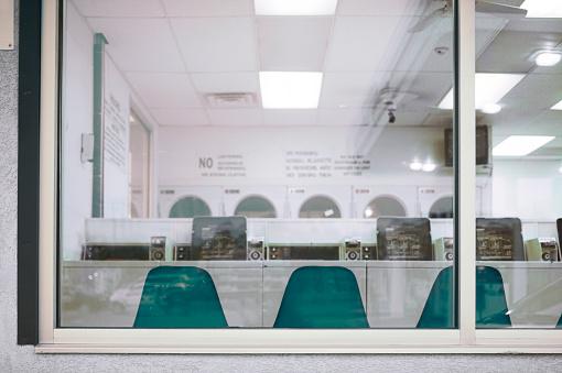 Laundry「Laundromat Through Window」:スマホ壁紙(17)