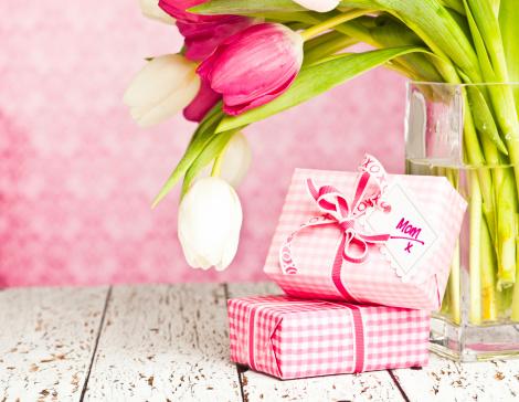 母の日「ギフト、母の日や誕生日」:スマホ壁紙(4)