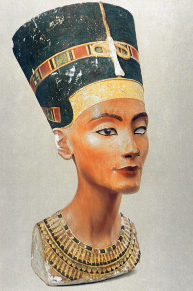 Royal Person「Bust of Nefertiti, queen and wife of the Ancient Egyptian Pharaoh Akhenaten (Amenhotep IV)」:写真・画像(14)[壁紙.com]