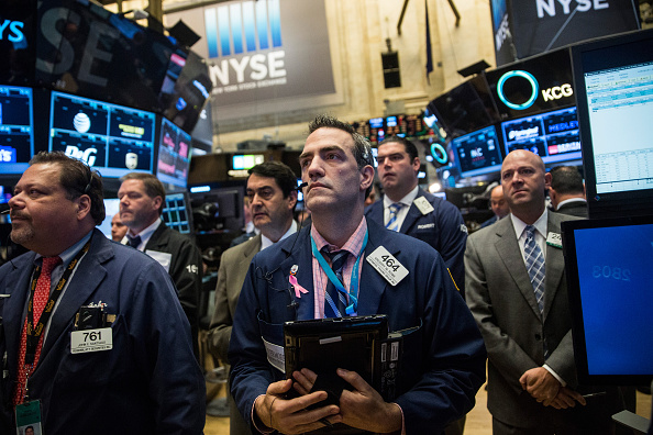 Trader「New York Stock Exchange Holds Moment Of Silence For Paris Terror Victims」:写真・画像(6)[壁紙.com]