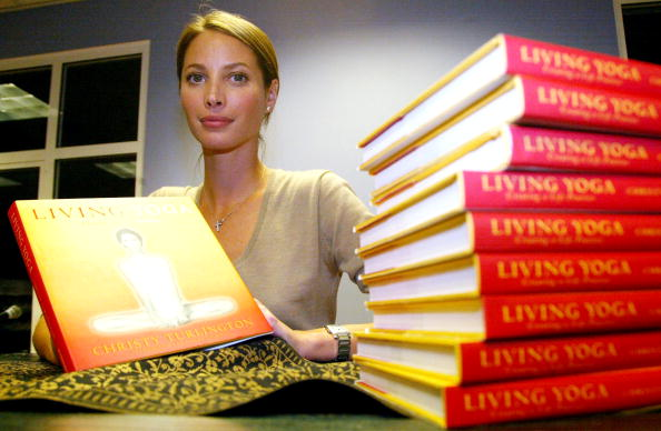 Book Signing「Christy Turlington Book Signing」:写真・画像(7)[壁紙.com]