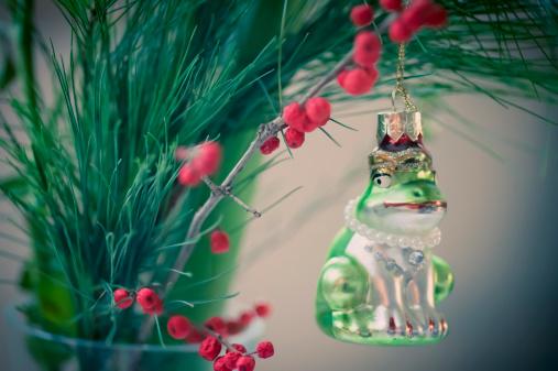 Figurine「Frog figurine in Christmas tree」:スマホ壁紙(16)