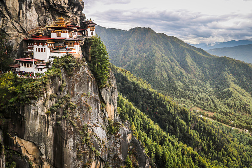 Monastery「Paro Taktsang, the Tigers Nest Monastery in Bhutan」:スマホ壁紙(7)