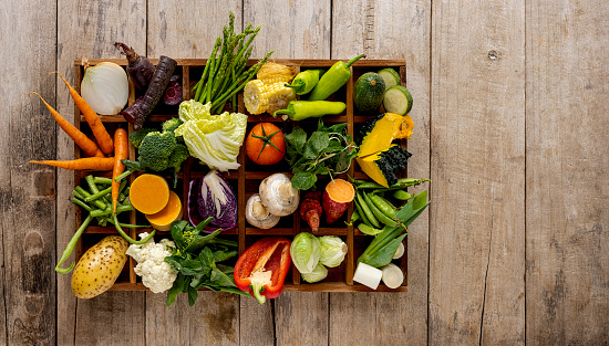 Pigeon Hole「Many rustic, colorful, market fresh and organic healthy vegetables in a wooden tray on an old weathered wooden paneled table top background.」:スマホ壁紙(15)