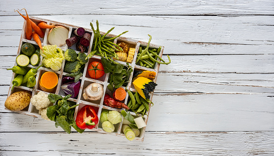 Pigeon Hole「Many rustic, colorful, market fresh and organic healthy vegetables in compartments in a white wooden box tray on an old weathered white wooden paneled table top background.」:スマホ壁紙(5)