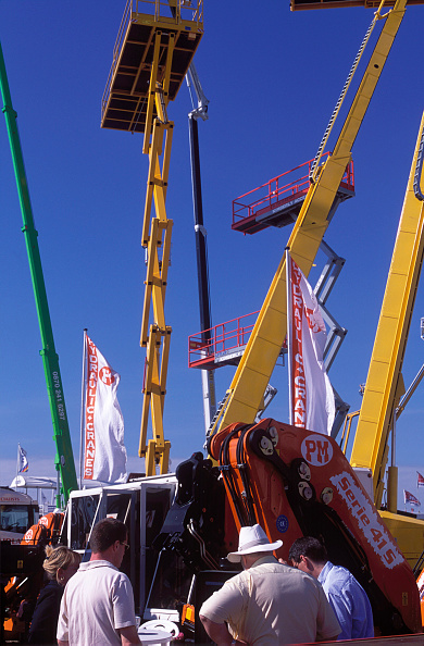 Crane - Construction Machinery「Miscellaneous plant at trade show.」:写真・画像(16)[壁紙.com]