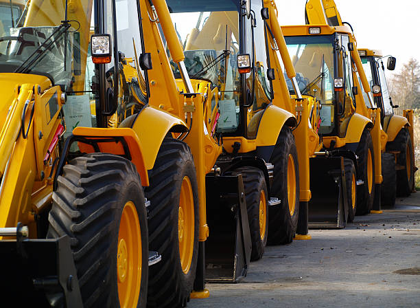 Diggers in a Row on Industrial Parking Lot:スマホ壁紙(壁紙.com)