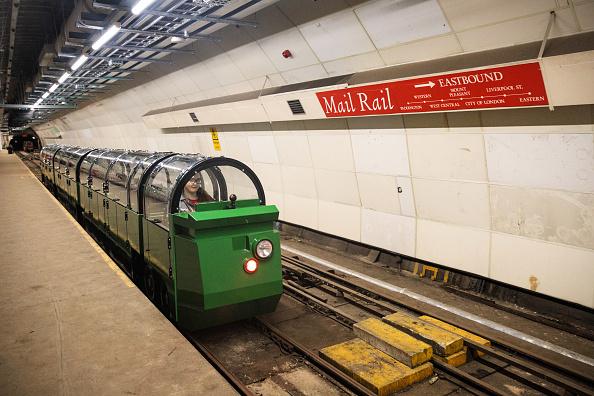 鉄道・列車「The Postal Museum Opens Featuring A Kilometre Long Train Ride Attraction」:写真・画像(15)[壁紙.com]