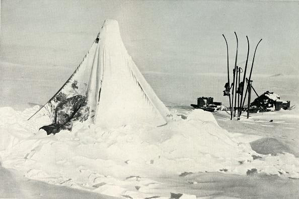 Ski Pole「Surveying Partys Tent After A Blizzard C」:写真・画像(5)[壁紙.com]