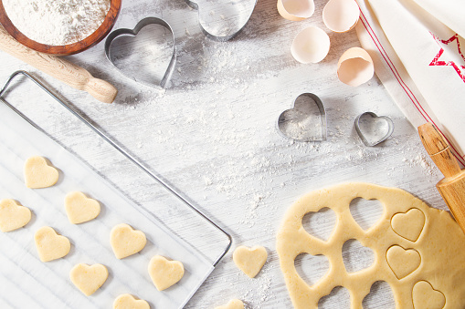 Cookie Cutter「Making of Heart Shaped Cookies」:スマホ壁紙(9)