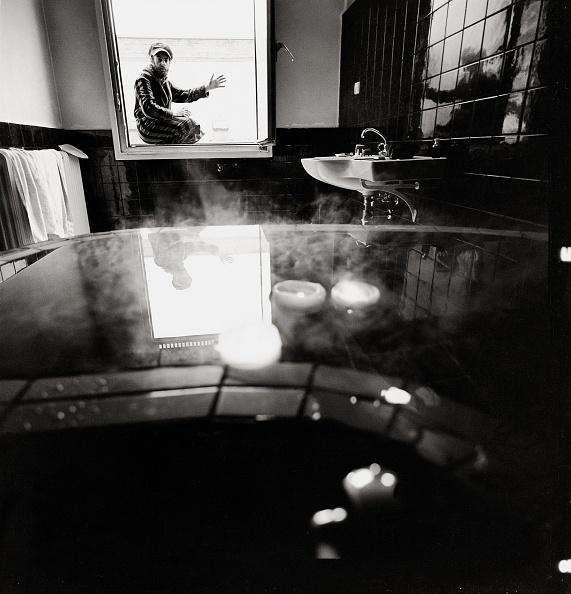 Bathroom「Friedensreich Hundertwasser in his bathroom. Austria. Photograph. 1968.」:写真・画像(7)[壁紙.com]
