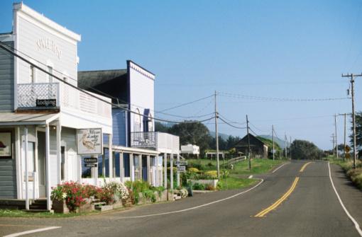 Motel「Town buildings along Highway 1, Westport, Washington, United States of America, North America」:スマホ壁紙(4)