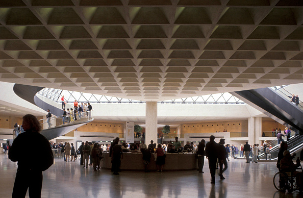 Ceiling「France, Paris, under the Louvre Pyramid」:写真・画像(0)[壁紙.com]