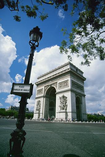 Arc de Triomphe - Paris「France, Paris, Arc de Triomphe, street lamp in foreground」:スマホ壁紙(9)