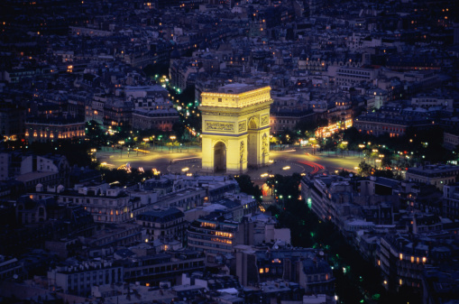 Arc de Triomphe - Paris「France, Paris, Arc de Triomphe, illuminated at night, aerial view」:スマホ壁紙(5)