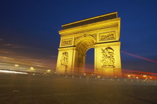 Arc de Triomphe - Paris「France, Paris, Arc de Triomphe, illuminated at dusk (long exposure)」:スマホ壁紙(19)