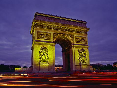Arc de Triomphe - Paris「France, Paris, Arc de Triomphe, blurred traffic lights, night」:スマホ壁紙(5)