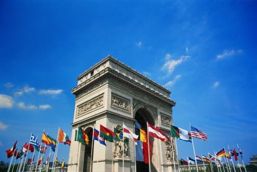 Arc de Triomphe - Paris「France, Paris, Arc de Triomphe with flags of world」:スマホ壁紙(8)