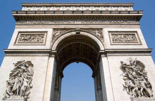 Arc de Triomphe - Paris「France, Paris, Arc de Triomphe, low angle view」:スマホ壁紙(19)