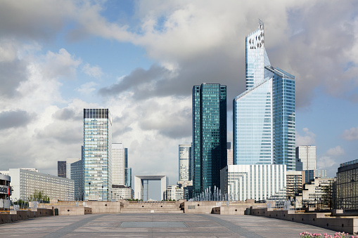 Financial District「France, Paris, View of La Defense district from Neuilly-sur-Seine」:スマホ壁紙(15)