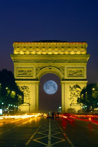 Arc de Triomphe - Paris「France, Paris, full moon behind Arc de Triomphe (Digital Composite)」:スマホ壁紙(4)